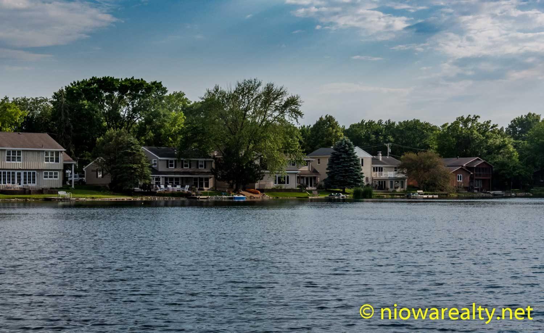 Peaceful Lake Cona Toma