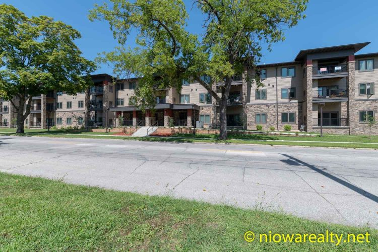 320 – 1st St. NE, Unit 208 – Mason City